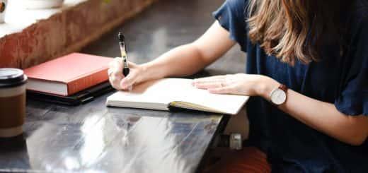 photo:student writing